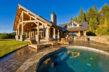 Gorgeous-Luxury-Log-Home-Plans-with-Outdoor-Pool-Design